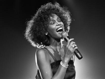 Whitney-Houston-Sing_400