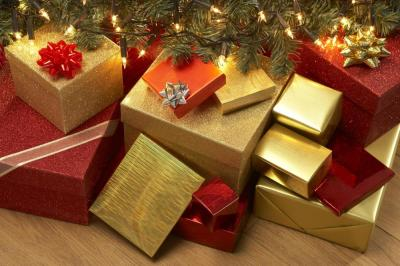 presents-under-a-christmas-tree